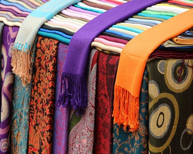 scarves-89483_640
